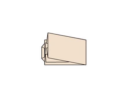丈を二つ折りにします。えりは折らずに、そのままの位置で形を整えて たとう紙におさめます。